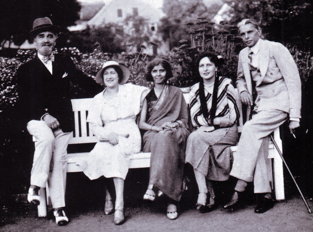 fatima jinnah with friends