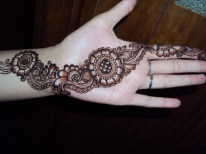 Beautiful Mehndi Designs for Girls 300x225 Pakistani Mehndi Designs (Henna)