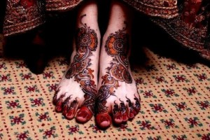Bridal Mehndi Design on Feet 300x200 Pakistani Mehndi Designs (Henna)