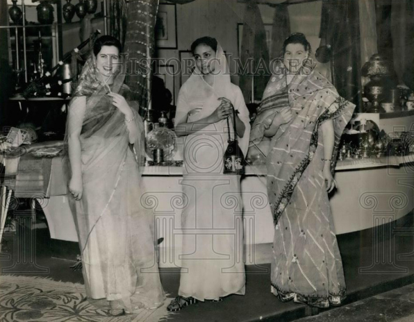 American and Pakistani Models wearning sarhi 1961