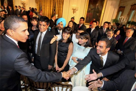 Obama shakes hand with Pakistanis in America