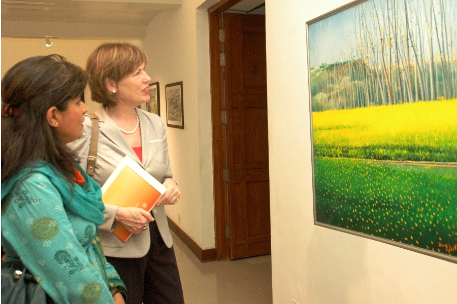 Wife of the US Ambassador to Pakistan, Dr. Marilyn Wyatt is at the art exhibition 'Hues from Potohar' at PNCA Pakistan