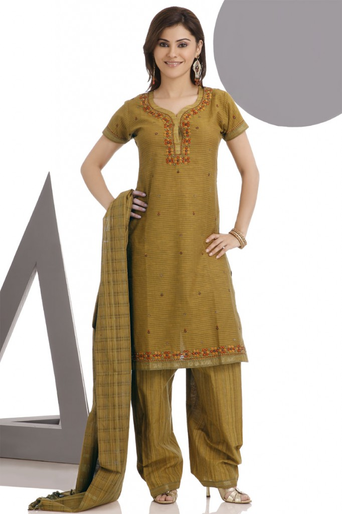 punjadi dress women 682x1024 Punjabi Dress