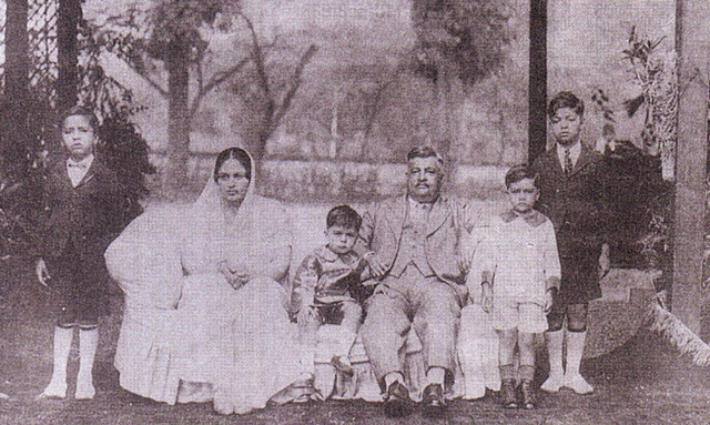 Lady Hidayatullah with family
