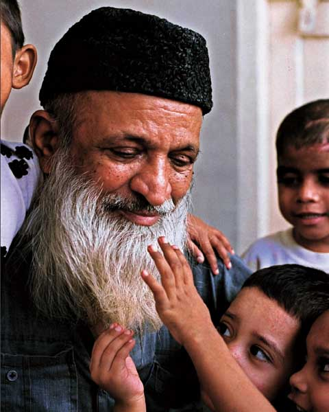 edhi with orphans